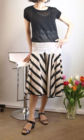 イリゼの全円フレアーのニットスカート