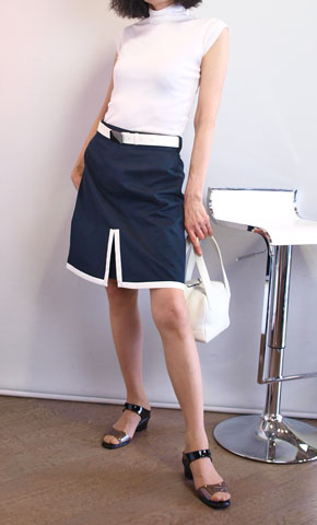 フォッシィの白紺の懐かしいスカート