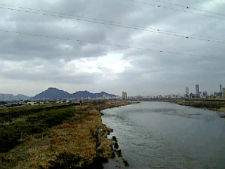 長良川沿い徒歩通勤_鏡島大橋眺め_01
