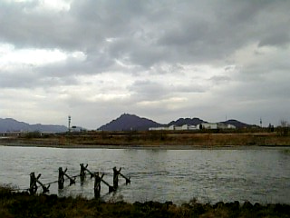長良川沿い徒歩通勤_大縄場大橋からの金華山_01