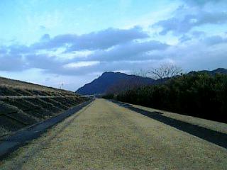長良川沿い徒歩通勤_忠節橋からの金華山_01