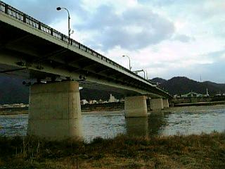 長良川沿い徒歩通勤_金華橋_01