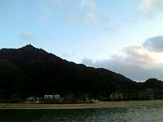 長良川沿い徒歩通勤_長良橋からの金華山_01