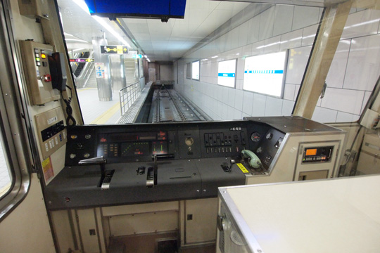20111106_osaka_city_subway_23-cab01.jpg