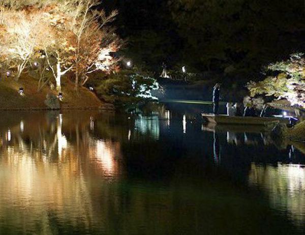 掬月亭の南湖03