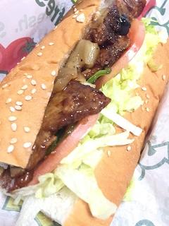 サブウェイ 大人の贅沢サンド イベリコ豚の黒カルビ ~厚切りオニオンソテー添え~