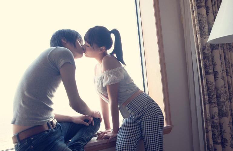 嫉妬注意!ラブラブなキス画像
