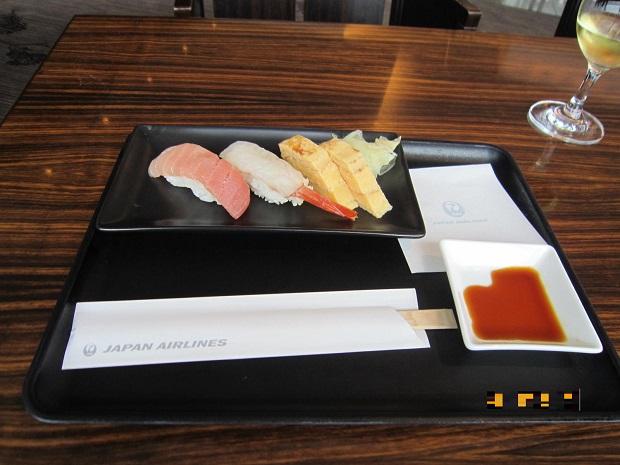 ラウンジでお寿司