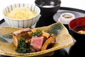 厚切り和牛フィレと松茸のすき焼き