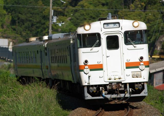 100525-JR-T-DC48-3car.jpg