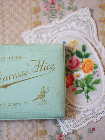 alice-cigarette_1640.jpg