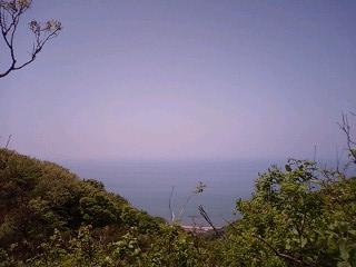 角田山から海を眺める