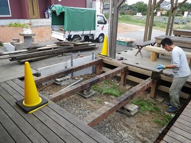 ウッドデッキとスロープの補修工事中