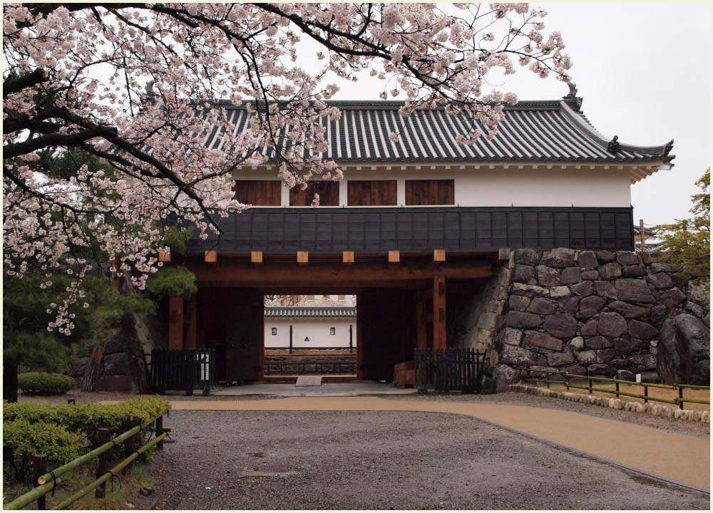 松本城の門