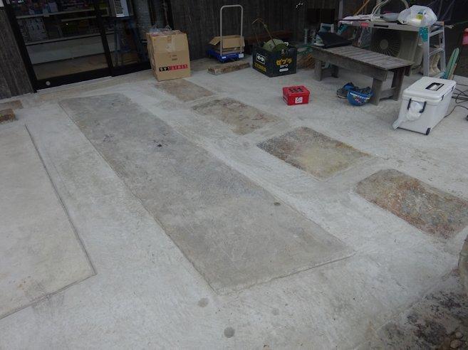 よこまちや 店舗前石敷き・車止め・縁石 コンクリート舗装