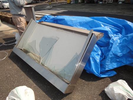 屋外掲示板の修繕