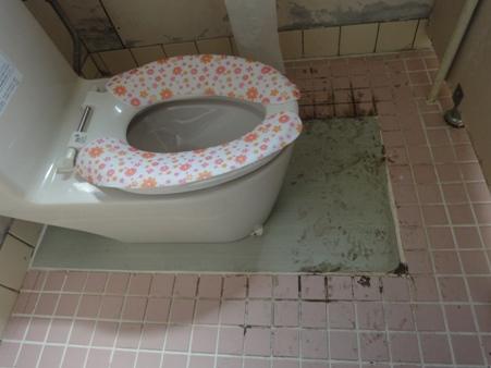 トイレの床タイル補修