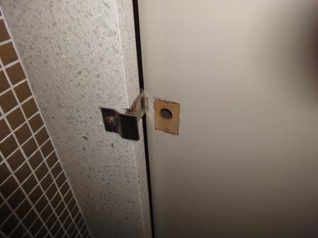 某トイレ鍵他修繕