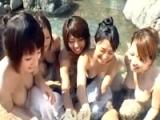 ◆素人ギャル◆温泉内で痴女な素人ギャル達に囲まれチンポ弄ばれちゃった!